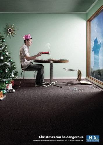 """Реклама страховой компании — """"Рождество может быть опасным"""""""