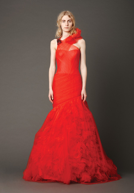 Девушки в красном – невесты в свадебных платьях. Коллекция Vera Wang весна 2013 — фото 5