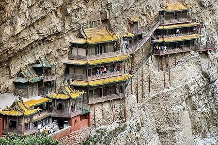 На первый взгляд — страшновато и не надежно. Но храм стоит уже полторы тысячи лет ...