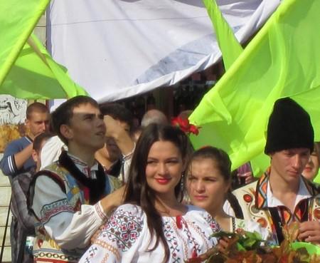 """Сразу песня о """"смуглянке-молдаванке"""" на ум приходит )"""