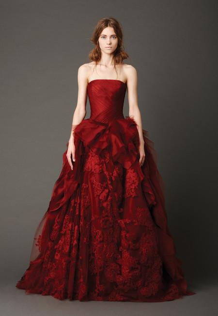 Каждое платье роскошно и богато декорировано