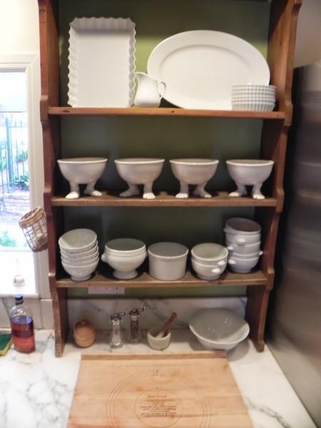 На сайте Дилан собраны фото, которые прислали покупатели посуды с ножками — новые жильцыприжились у своих хозяев, подружились с остальными из семейства Посудных )))