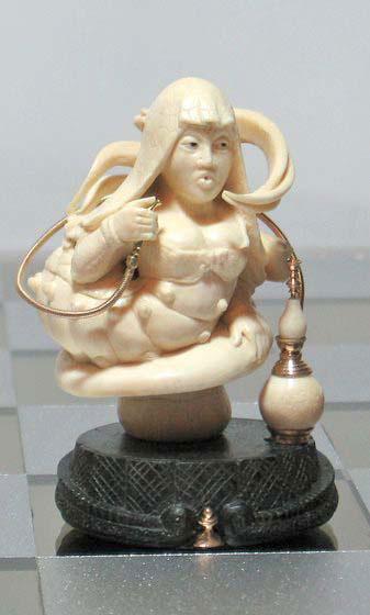 … Гусеница, которая курила кальян и гадала, сидя на грибе (уникальный персонаж)))