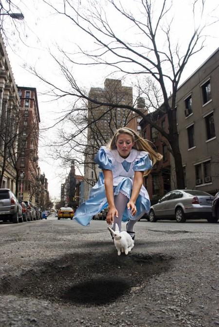 Дэвид Лусиано и Клаудиа Фикка. Что делает художник, когда ему надоедают дорожные ямы? Серию картин! — фото 2