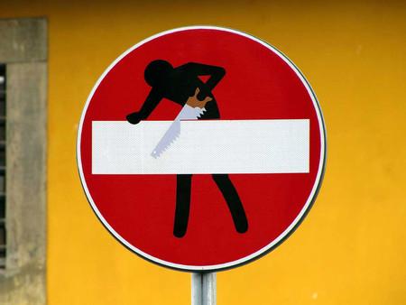 «Улучшенные» дорожные знаки от Клета Авраама — фото 11