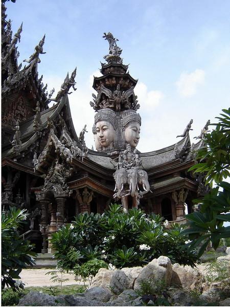 Храм Истины – настоящий деревянный шедевр — фото 3