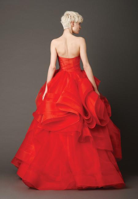 Девушки в красном – невесты в свадебных платьях. Коллекция Vera Wang весна 2013 — фото 4