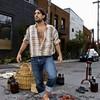 Дэвид Лусиано и Клаудиа Фикка. Что делает художник, когда ему надоедают дорожные ямы? Серию картин!