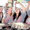 Голландцы отгуляли День селедки!