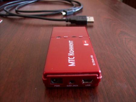 разьемы зарядного устройства, дополнительной антенны и USB кабеля