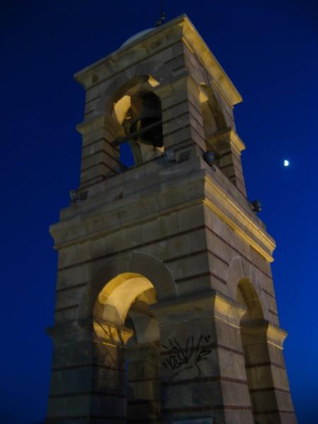 колокол на вершине Ликавитоса