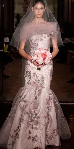 Новые тренды свадебных платьев на весну 2011 года — фото 2