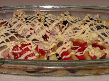 Карп, запеченный с овощами — фото 5