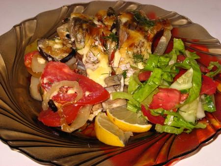 Карп, запеченный с овощами — фото 7