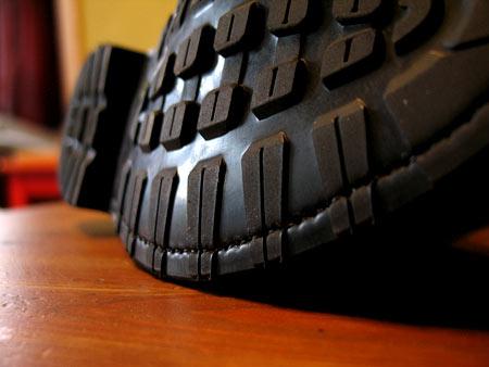 Резиновая подошка ботинок Franceschetti имеет серьезный рельеф, что помогает быть более уверенным на зимней дороге