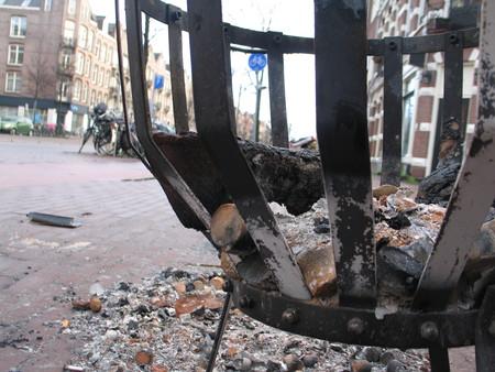 Возле каждого дома горел костер — необычное зрелище