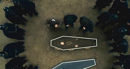 В гробах оказываются другие люди