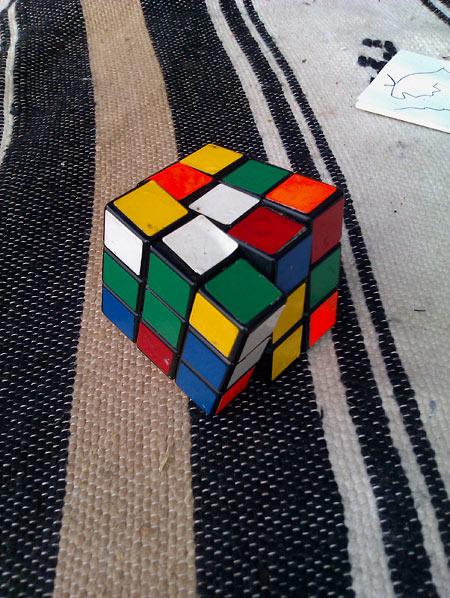 Кубик рубика больше никто не собирает