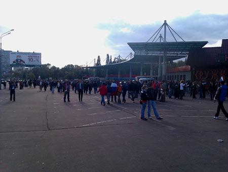 А вот и центральный вход на территорию стадиона Локомотив