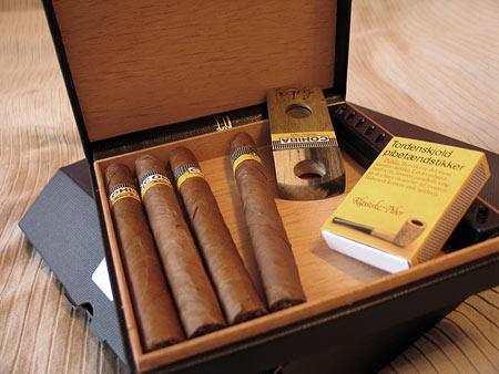 Хьюмидор Dunhill и сигары Cohiba