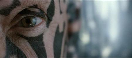 А человек с татуировкой на лице всегда готов спросить: — Кто Ты?