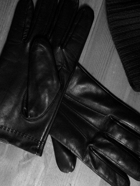 Перчатки Isotoner хороши в любой комбинации