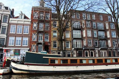 В кораблях зачастую размещены целые плавучие дома со своим отдельным адресом