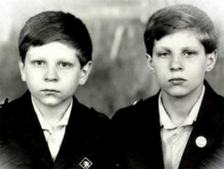 С братом Александром в детстве