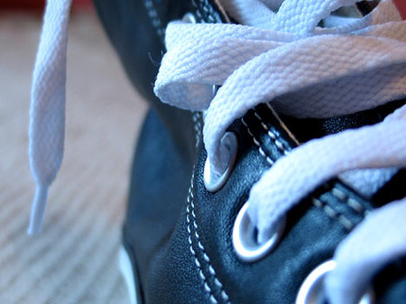 Шнурки качественные. Отверстия для шнурков выглядят надежно