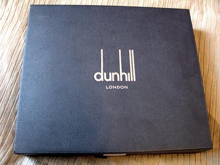Коробка Dunhill на первый взгляд самая обычная, но это только на первый взгляд