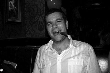 Костя вообще курит трубку, но сигара тоже хорошо