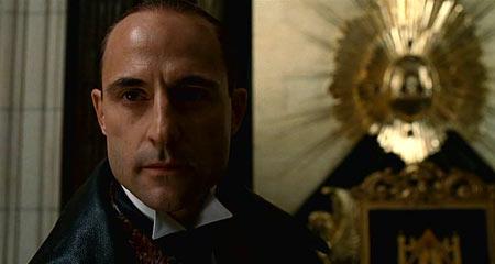 Главный злодей, кстати, выглядит вот так. Сдается мне он больше подходит на роль Шерлока Холмса, только трубки не хватает