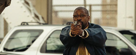 А Гарбер думает, стрелять или не стрелять