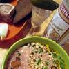 Ледяная столичная, хрустящий огурец в пупырышках, борщечек горяченький с зеленью, лук, черный хлеб и брат мозга