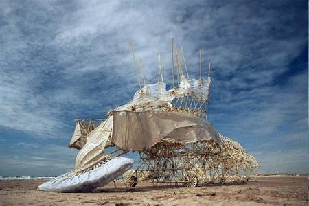 В поисках ветра. Кинетические скульптуры Тео Янсена — фото 1