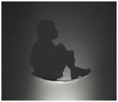 «Feather» (2006) – дерево, свет, тень