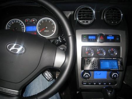 Спортивный минимализм внутри авто