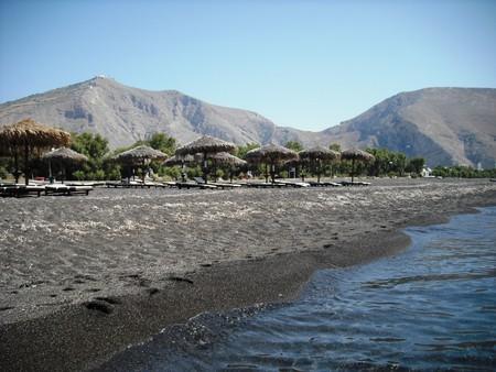Черные пески Санторини