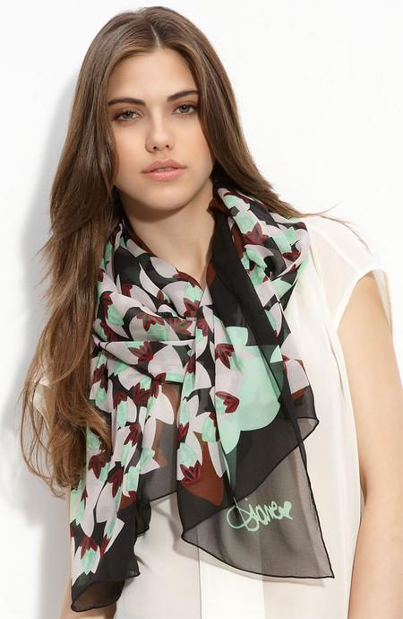 Аксессуары от королевы стиля - шарфы и платки от Diane von Furstenberg — фото 4