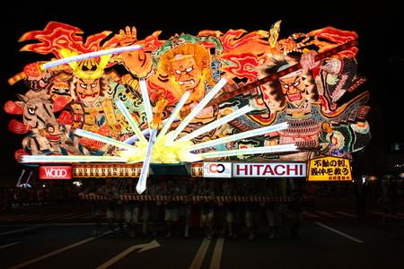 Огромные бумажные фонарики японского фестиваля Аомори Небута — фото 9