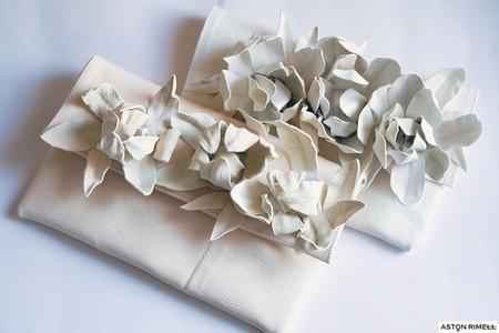 Клатчи в пастельных тонах отлично подходят для невесты