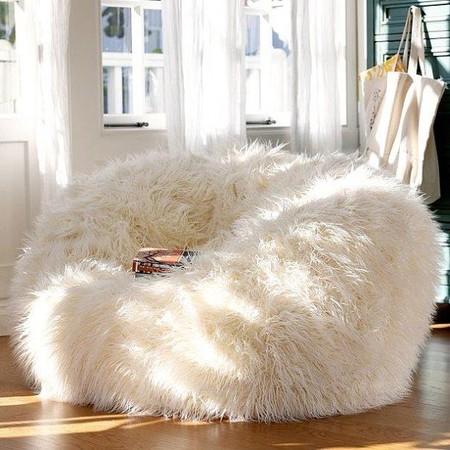 Меховые кресла выглядят особенно уютно