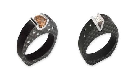 Целиком черные кольца выглядят особенно необычно