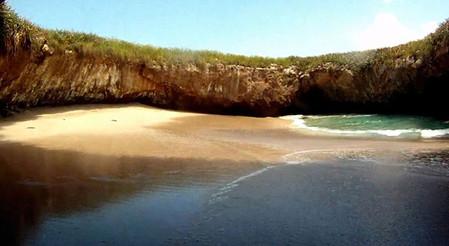 Необычный скрытый пляж острова Playa de Amor — фото 4