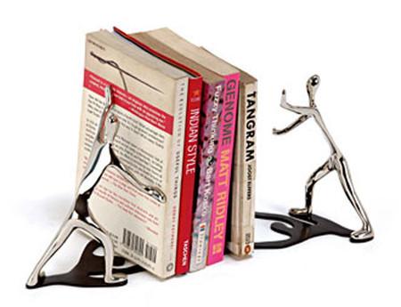 Дизайн на книжной полке: креативные подставки для книг — фото 21
