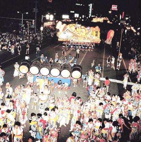 Огромные бумажные фонарики японского фестиваля Аомори Небута — фото 4