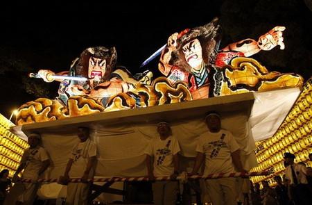 Огромные бумажные фонарики японского фестиваля Аомори Небута — фото 7