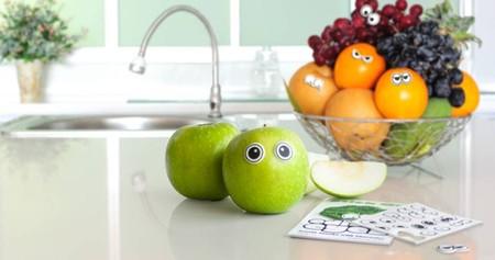 О чем, интересно, думает это яблоко? :-)