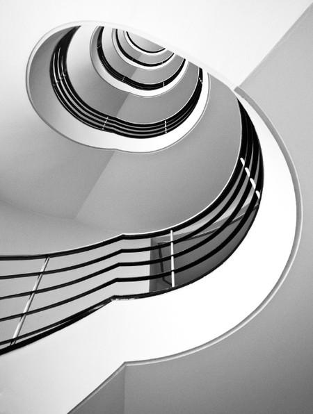 Даже и не думала, что лестница может образовывать столь причудливые изгибы.