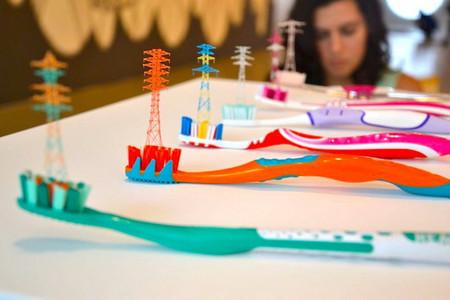 А эти вышки сделаны из щетинок от зубной щетки